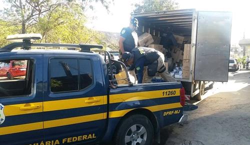 Polícia apreende 750 mil maços de cigarro dentro de depósito clandestino em Três Rios