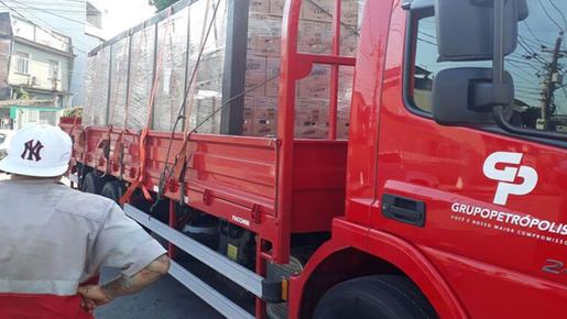 Rio tem segundo caso de motorista de caminhão refém em menos de 12 horas