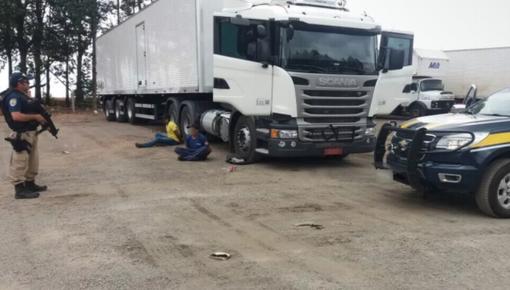 PRF prende dupla, liberta motorista e recupera carga avaliada em R$ 1,5 milhão na BR-050, em Goiás