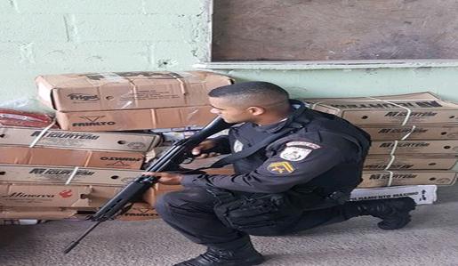 Polícia recupera carga de alimentos roubada perto do Viaduto de Benfica