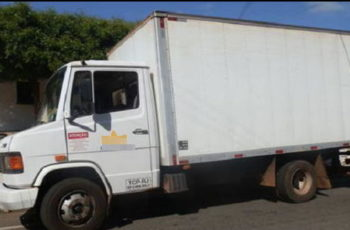 Motorista e ajudante são feitos reféns em roubo a carga de cigarros